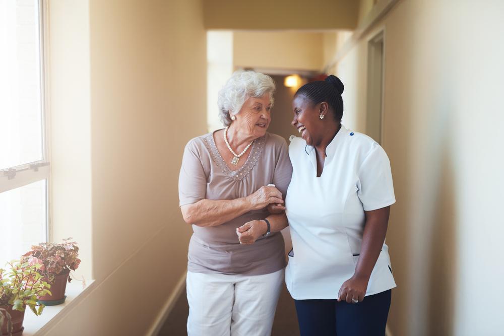 Idosos em condomínios: dicas e cuidados com acessibilidade