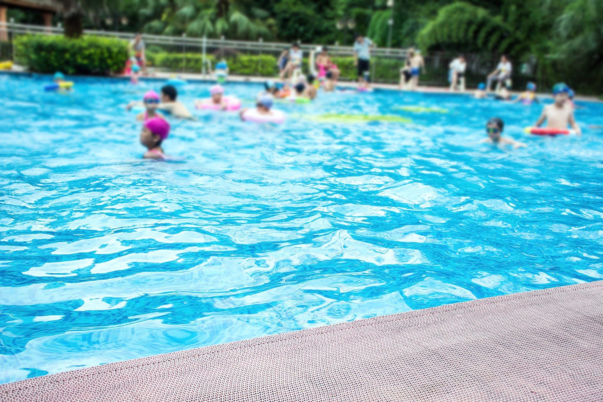 Cuidados com a piscina do condomínio na alta temporada